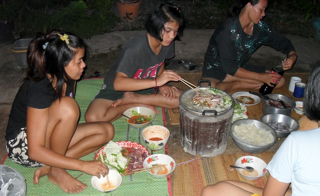 Image result for thai girls eating pic