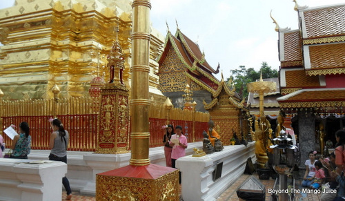 doi suthep temple chedi1 Chiang Mais Wat Phrathat Doi Suthep Temple