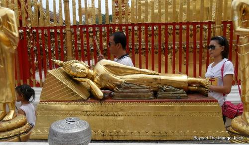 reclining-buddha-wat-soi-suthep