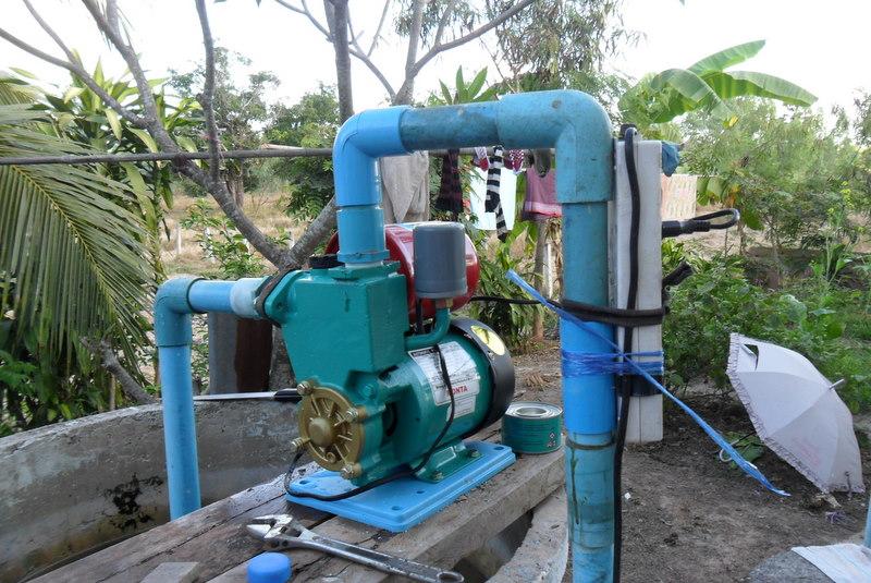 thai-village-water-pump