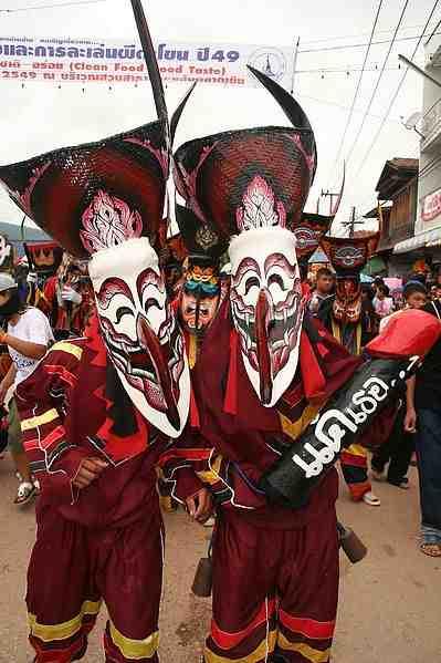 phi-ta-khon-costumes-dan-sai