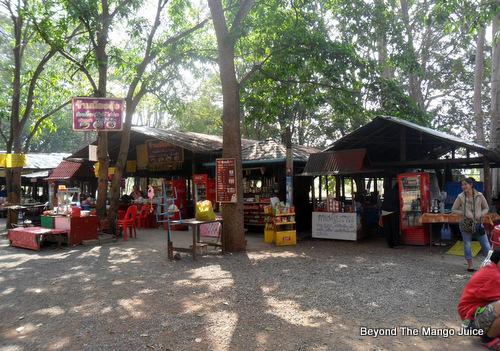 snack-stalls-erawan-cave