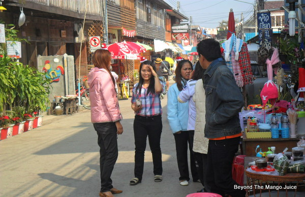 thai-tourists-chiang-khan