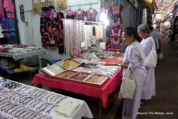 Thasadet market in Nong Khai