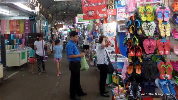 thasadet-market-nongkhai-thailand