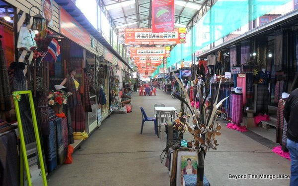 udon-thani-silk-market